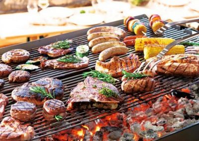 TRAITEUR | Repas chaud, Anniversaire barbecue, Barbecue geant